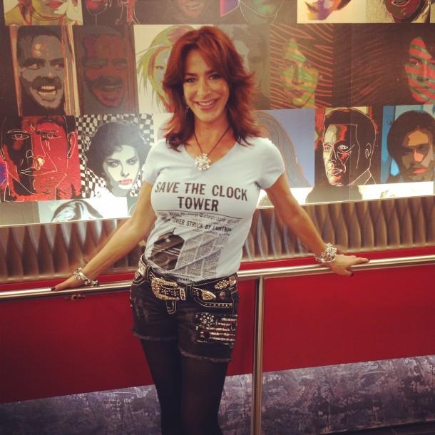 Claudia Wells con la t-shirt